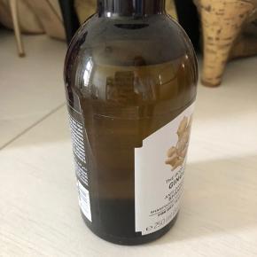 Thebodyshop ingefær shampo mod skæl. Brugt en gang