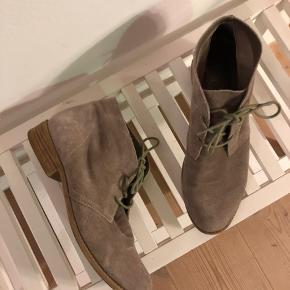 Ruskindsstøvle fra Dolce Vita købt i butikken i East Village i NYC.