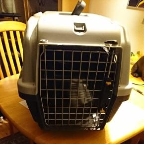 Transport Bur, til store katte racer eller små/mellem hunde.Mål længde: 55, bredde: 35 og højde: 36 ny pris 350 kr