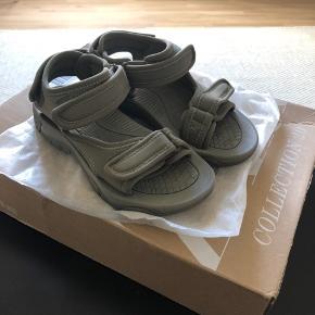 Helt nye sandaler fra ZARA i str 36.