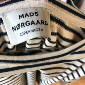 Fin 3/4 ærmet Mads Nørgaard trøje 💛