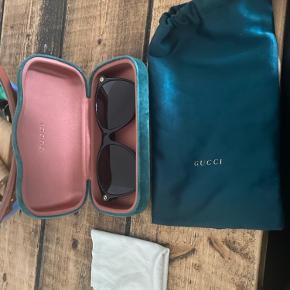 Sælger disse gucci solbriller. Som jeg har købt herover.  De er i fin stand :)