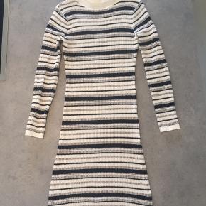 Mono strik kjole