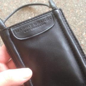 Varetype: Pung pengekat taske Størrelse: S Farve: Sort Oprindelig købspris: 400 kr.
