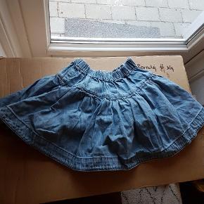 Fin nederdel med lidt strut. Virkelig sød og ikke brugt mere end 2 gange