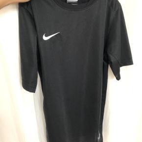 Dri-fit t-shirt. Børne str XL ( 13-15 år)