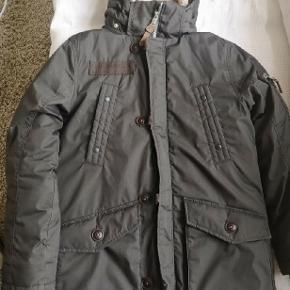 Frakke fra HM str. 10-11 år str.146 Brugt få gange  Super fin stand  Rigtige mange flotte detaljer  Nypris 399kr.