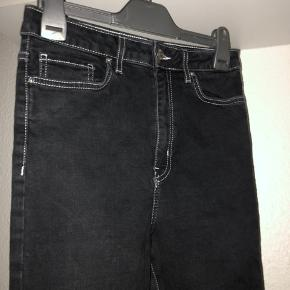 Sorte jeans fra forever 21 str s med hvid tråd super fede
