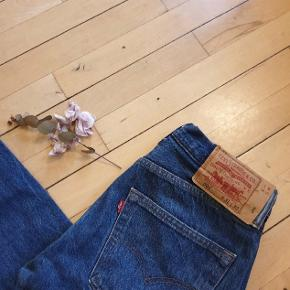 Levi's Frayed Hem 501 slim fit jeans. NEVER WORN and in perfect vintage condition. Reworked Levi's denim  IGNORE the tag as it's been reworked. The size is 29 in modern standards and according to Avelina's website.  Size S-M It's a tight fit so a 28 size would also suit them. Length 85cm waist to bottom   https://m.marketplace.asos.com/listing/jeans/vintage-80s-levis-frayed-hem-501-slim-fit-jeans--0200/5062737