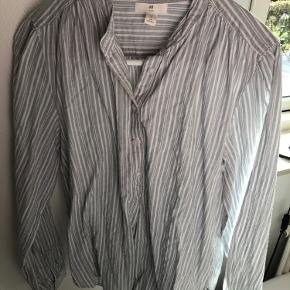 Stribet skjorte fra h&m, med lysegrønne og hvide striber