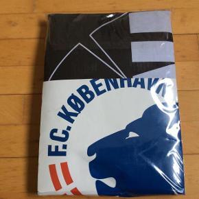 Brand: FCK Varetype: Sengetøj nyt Størrelse: 140*200 Farve: Se billeder Oprindelig købspris: 400 kr.  Helt nyt, aldrig åbnet.  Str 140*200 cm  Pris 175 pp