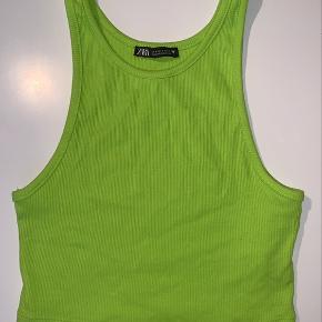 Sælger denne neongrønne top fra Zara i en str. S. Den er kun prøvet på💚