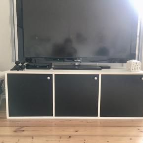 Specially built TV board by Vejle Møbelfabrik. Originally costed 3000kr. Used for 5 years. Selling due to moving. Size L119*D46*H41