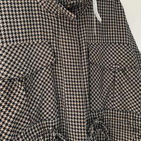 Andless blazer/jakke super smart på-desværre for lille til mig fitter 38-40 Nypris 1000,-