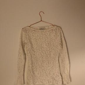 Hvid blondetrøje fra Samsøe Samsøe, aldrig brugt. Pris 150kr - bud modtages gerne