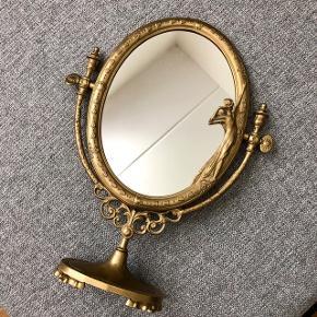Smukt antikt spejl Meget velholdt og i flot stand   Mål: H 37,5 cm B 29 cm  Sælges for 1500kr (fast pris)