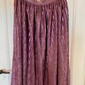 Pink glitter plisseret nederdel fra H&M