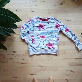 Alis crewneck med hawaii-print - størrelse medium   !! OBS !! Jeg har også matchende shorts til