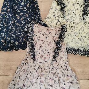 Pompdelux kjoler str. 104 Er som nye. Det er kun denne lyserøde der har været på 1 gang. Sælges helst samlet