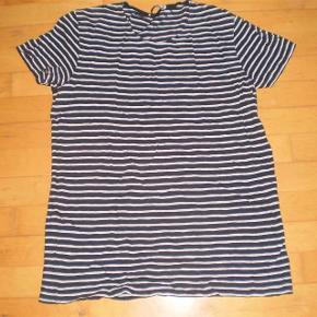 Varetype: T-Shirt Farve: Blå/hvid stribet Oprindelig købspris: 300 kr.   Pæn og velholdt  Str M