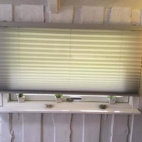 Debel plisse toch gardiner i alu L 110 H 160 brugt få dage de fremstår som nye