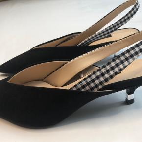 Flotte sko med spidste snuder og kitten heels fra Zara. Kun prøvet på