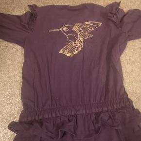 Smukkeste lilla buksedragt. Kun brugt få gange, så den er som ny.