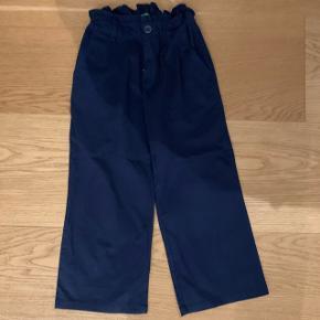 Mørke blå culottebukser Mærke: United Colors og Benetton Størrelse: 12-13/158 Stand: aldrig brugt Røgfrit hjem  BYD!!!!