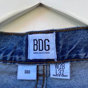 Fede jeans fra BDG. Størrelsen kan ses på billedet. Sender med dao