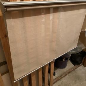 Ikea rullegardiner . Har 2 stk. Henholdsvis 100 og 140 cm bredde . Længde 195 cm