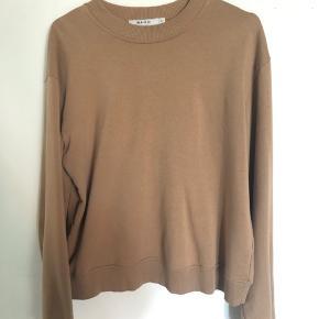 Fin sweater fra Na-Kd, passer også en størrelse small!