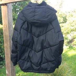 Dejlig varm dun-jakke (vatteret) fra H&M. Brugt enkelte gange. Så god som ny!