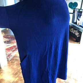 Lækker kjole fra COS størrelse L/42 200kr