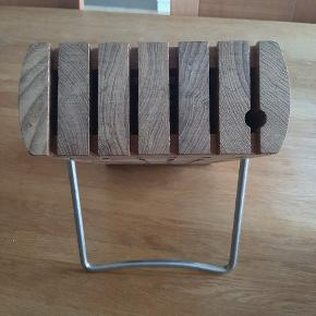 Fin knivblok fra Trip Trap. Kan holde 5 knive og et strygestål.  Bemærk! Kniv hullet er kun 4.5 cm