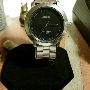 Stærk nedsat pga. Af afvikling. Dejligt robust Seiko ur med original rem. Med dato.