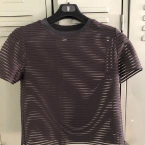 #Secondchancesummer. Fin transparent/mørkeblå stribet top/t-shirt.