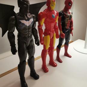 Spiderman og badman er fra juleaften, Ironman er lidt ældre. Vingerne kan nemt tages af. Helte figure