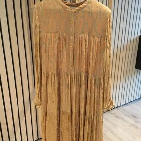Sofie Schnoor kjole sælges. Kun brugt i 5 timer til en bryllupsreception, derfor er standen som ny.