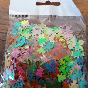 Bordpyndt konfetti, barnedåb, bamser og gyngeheste. 15 g i hver pose, har 10 poser ialt, 5 kr pr pose, 3 for 10 kr. Sender plus porto