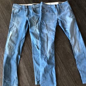 To Gabba jeans, det ene par er størrelse 30/32 og det andet er 29/30. 29/30 er brugt to gange, og 30/32 er aldrig brugt, kun prøvet på.  Sælges samlet og hver for sig.  Begge par 600. 1 par 350kr.