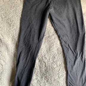 Helt nye leggings , grå str: 48/50 XL. har kun haft klippet pris mærket af. 57% cotton 38% polyester  5% elastan