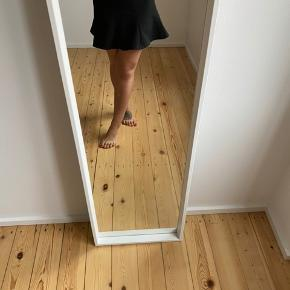 Fin nederdel fra Zara. Har et flot snit.