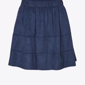 Blå velour nederdel brugt få gange:)