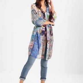 Varetype: kimono Størrelse: one size Farve: se Oprindelig købspris: 799 kr.