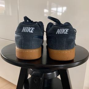 Nike Sneakers, Næsten som ny. Odense - Sneakers fra Nike?? Ikke brugt ret meget og har ingen tegn på slid.. Nike Sneakers, Odense. Næsten som ny, Brugt og vasket et par gange men uden mærker eller skader