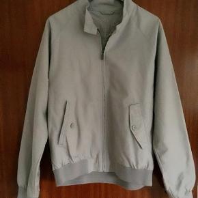 Lindbergh flot khaki jakke str L. længde 70 cm. brystvidde ca 2x57cm.
