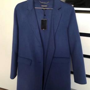 Tommy Hilfiger blå frakke helt ny.