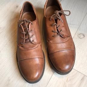 Brugt få gange. Ægte blødt læder. Shoe//Design Copenhagen  Kan afhentes i Odense. Se også mine mange andre annoncer - jeg giver mængderabat.