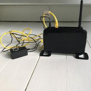 Super fin trådløs router fra Netgear, som virker som den skal. Internetkabel følger med.  Pris: 100 kr.