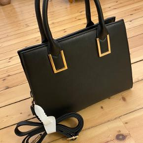 Helt ny taske fra Sinsay - måler 29 cm i bredden og 25 cm i højden